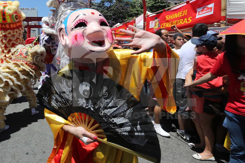SAO PAULO, SP, 01.02.2014 - ANO NOVO CHINES - Início das comemorações do Ano Novo Chinês no bairro da Liberdade, região central de São Paulo, neste sábado (1º). (Foto: Vanessa Carvalho / Brazil Photo Press).