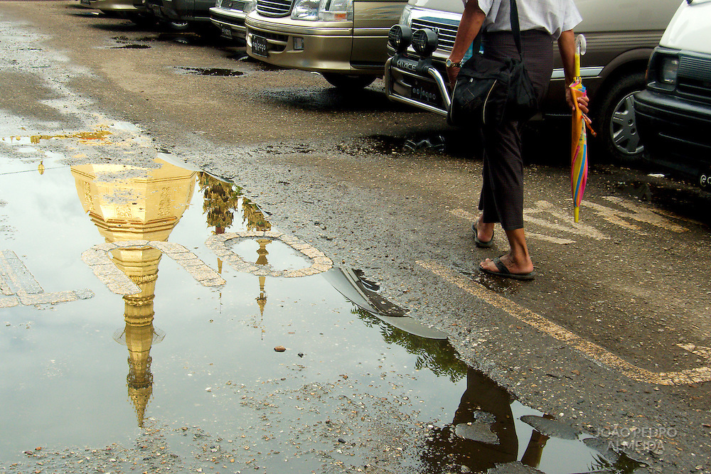 The streets outside Sule Paya (Sule Pagoda) at Yangon