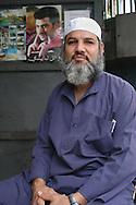 Durante años la comunidad árabe ha desarrollado en Venezuela el comercio. La comida y sus practicas religiosas, maronitas o musulmanes, forman parte del acervo cultural que aportan al país. Caracas, 04 - 09 - 2004 (Ramón Lepage  / Orinoquiaphoto.com)    The Arab community have developed their own commerce in Venezuela. The food, religious customs, Muslim or Christian, and their commerce thru out the towns in the country are part of the cultural heritage of Venezuela. Caracas, 09 - 04 - 2004 (Ramón Lepage  / Orinoquiaphoto.com)