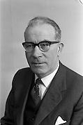 05/04/1963<br /> 04/05/1963<br /> 05 April 1963<br /> P.J. Duffy, Irish Shell LOng Service award recipient at Irish Shell, Fleet Street, Dublin.