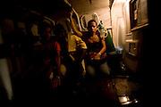 Itapecuru-Mirim, 30 de Maio de 2008...Moradores da comunidade de Santa Rosa, municipio de Itapecuru-Mirim (MA) abrem uma vala na BR 135 KM 89, unico acesso a capital Sao Luis, em protesto contra o atropelamento, momentos antes, da garota Cluadiane Cabral Sales (10 anos). Ela foi atropelada as 16:00 ao sair da escola, e o motorista fugiu sem prestar socorro...Na foto, a mae da garota, Maria da Conceicao Carvalho Cabral, 33, ao lado do caixao da filha..Leo Drumond / Agencia Nitro