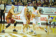 DESCRIZIONE : Venezia Lega A 2015-16 Umana Reyer Venezia - grissini Bon Reggio Emilia<br /> GIOCATORE : Amedeo Della Valle<br /> CATEGORIA : Palleggio Blocco<br /> SQUADRA : Umana Reyer Venezia<br /> EVENTO : Campionato Lega A 2015-2016 <br /> GARA : Umana Reyer Venezia - Grissin Bon Reggio Emilia<br /> DATA : 15/11/2015<br /> SPORT : Pallacanestro <br /> AUTORE : Agenzia Ciamillo-Castoria/M.Gregolin<br /> Galleria : Lega Basket A 2015-2016  <br /> Fotonotizia :  Venezia Lega A 2015-16 Umana Reyer Venezia - Grissin Bon Reggio Emilia