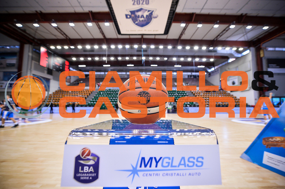 Pallone Molten, MyGlass, Logo<br /> Dinamo Banco di Sardegna Sassari - Sidigas Scandone Avellino<br /> LegaBasket Serie A 2016/2017<br /> Sassari 20/11/2016<br /> Foto Ciamillo-Castoria