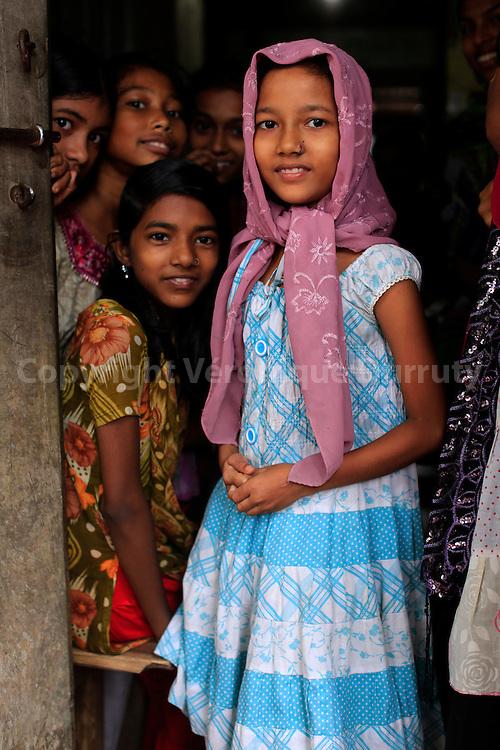 "Little grils going to school, Banaripara, Barisal district, Bangladesh //Aller à l"" ecoe, Banaripara, region de Barisal, Bangladesh"