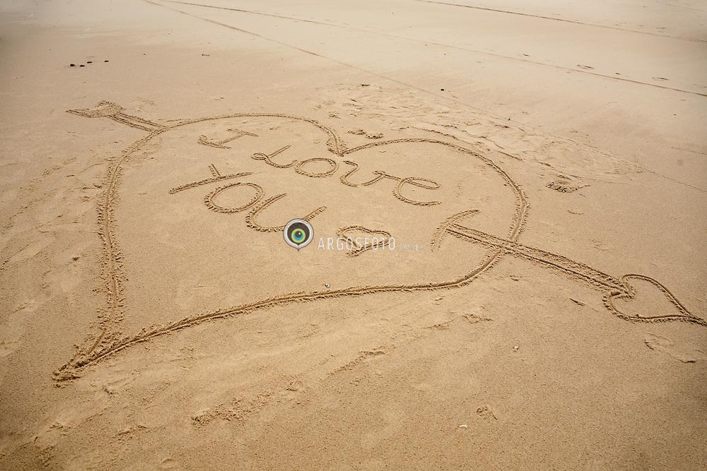 Coracao Eu te amo desenhado na areia / I love youheart, drawn in the sand