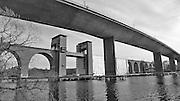 Gamla och nya järnvägsbron över Årstaviken på södra stambanan