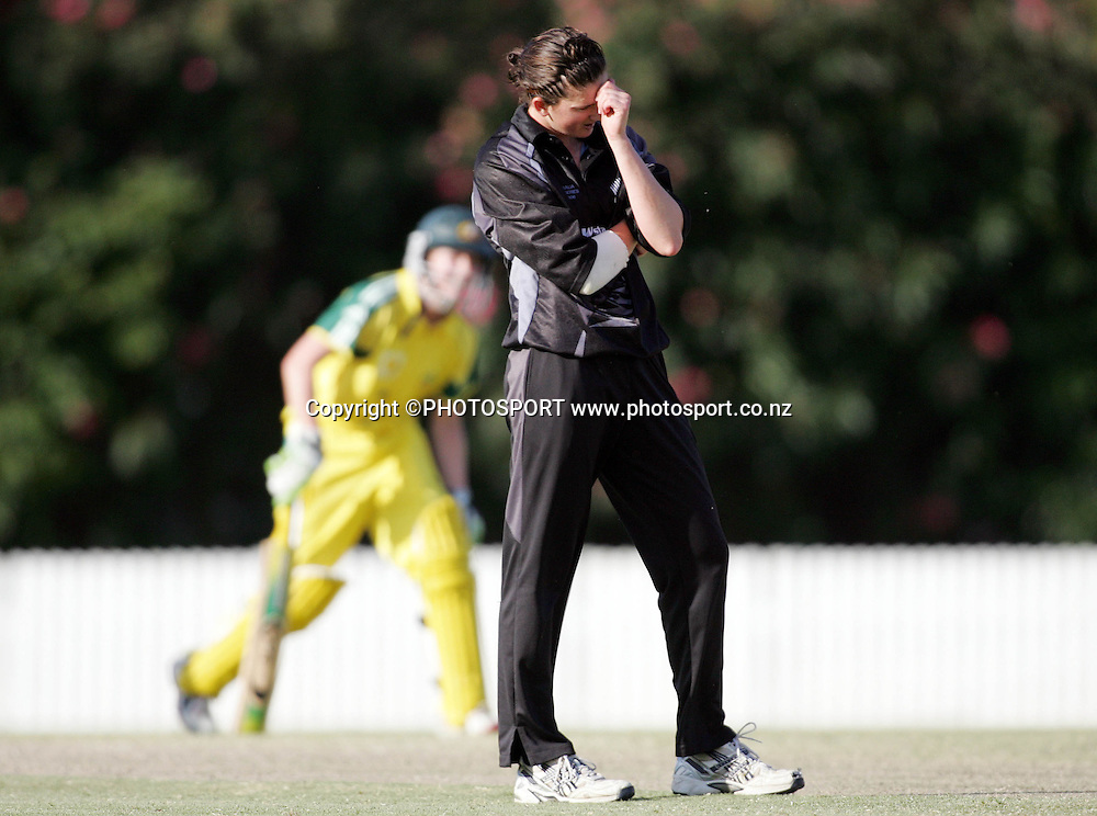 New Zealand bowler Nicola Browne looks frustrated during the fifth ODI Rose Bowl cricket match between the White Ferns and Australia at Allan Border Field, Brisbane, Australia, on Saturday 28 October 2006. Australia won the match by 4 wickets. Photo: Renee McKay/PHOTOSPORT<br />