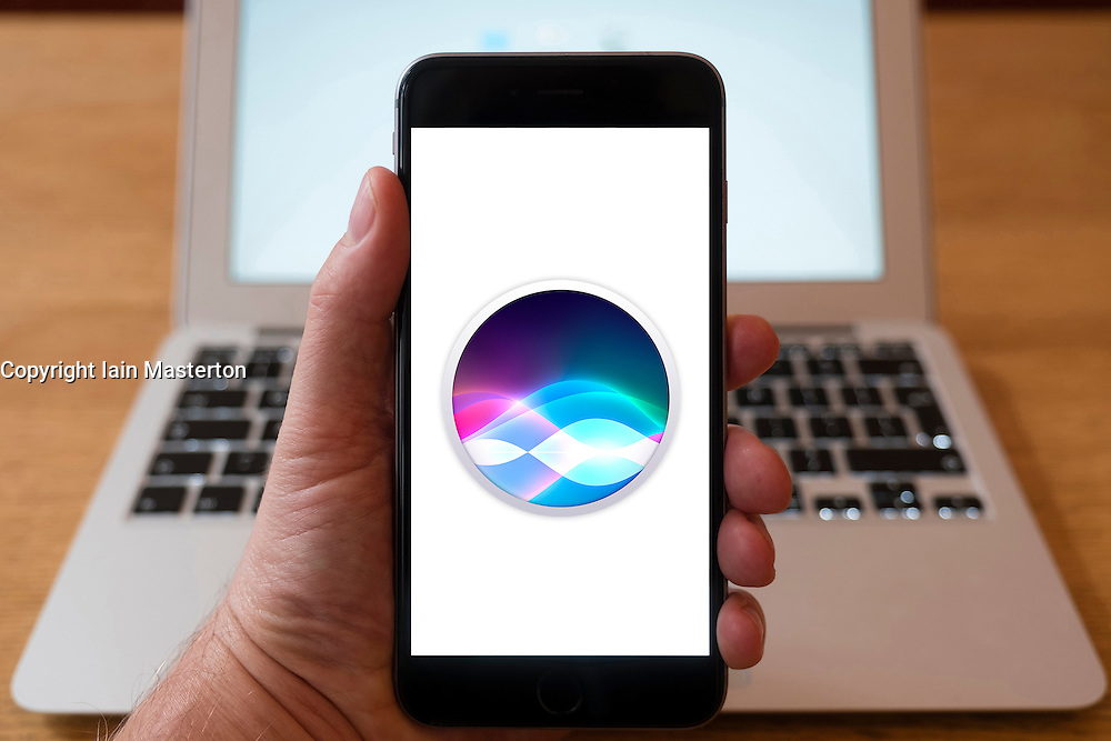 Using iPhone smartphone to display logo of Apple Siri voice recognition and command app