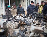 LÆRDAL,  20140123: Kong Harald og Dronning Sonja besøker Lærdal og får omvisning og hilse på rammede av brannen. .  FOTO: TOM HANSEN
