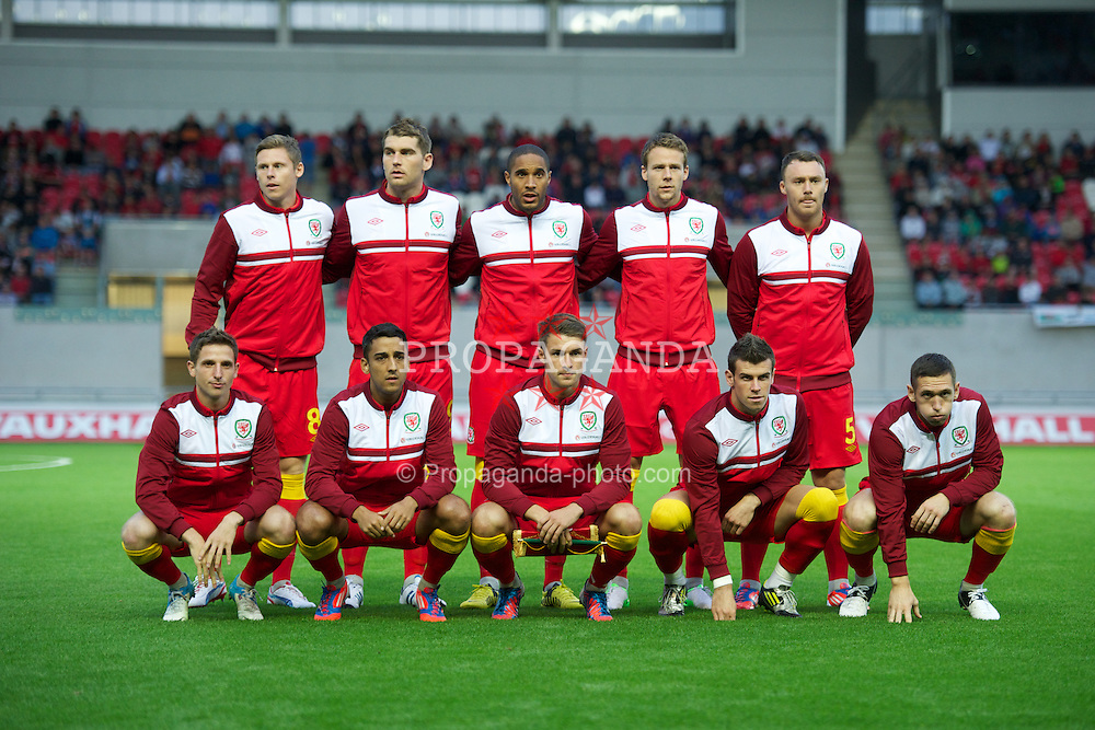 LLANELLI, WALES - Wednesday, August 15, 2012: Wales players line up for a team group photograph before the international friendly match against Bosnia-Herzegovina at Parc y Scarlets. Back row L-R: Simon Church, Sam Vokes, Ashley Williams, Chris Gunter, Darcy Blake. Front row L-R: Joe Allen, Neil Taylor, captain Aaron Ramsey, Gareth Bale, Andrew Crofts. (Pic by David Rawcliffe/Propaganda)