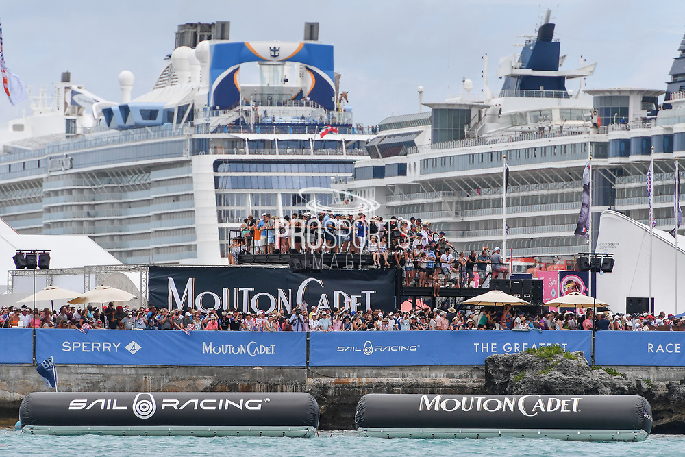 Ambiance public during the 35th America's Cup 2017, Day 3, on June 24, 2017 in Hamilton, Bermuda - Photo Christophe Favreau / ProSportsImages / DPPI
