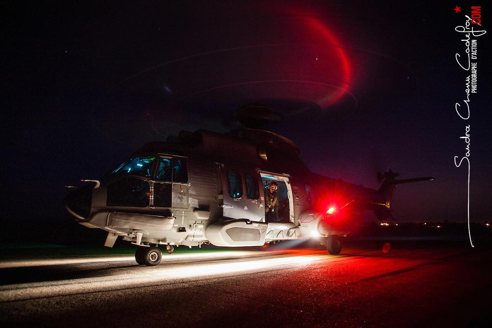 Activit&eacute; du d&eacute;tachement SAR de la Flottille 32F bas&eacute;e sur l'a&eacute;roport de Cherbourg Maupertus. Entra&icirc;nements vols de nuit h&eacute;litreuillage et missions d'assistance, maintenance, de l'h&eacute;licopt&egrave;re EC225 de la Marine Nationale<br /> Juin 2016 / Cherbourg (50) / FRANCE