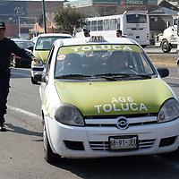 Toluca, México.- La dirección  General de Operaciones del Transporte de la zona uno  Toluca realizo un operativo en contra de unidades del transporte público irregulares que circulan por la capital mexiquense. Agencia MVT / Crisanta Espinosa