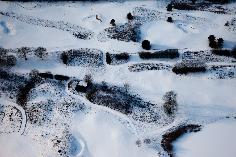 Nederland, Noord-Holland, Hilversum, 07-01-2010; abstract winterlandschap golfbaan; abstract winter landscape with snow, golf link.luchtfoto (toeslag), aerial photo (additional fee required).foto/photo Siebe Swart