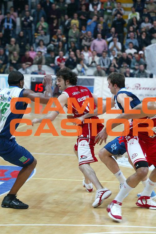 DESCRIZIONE : Milano Lega A1 2005-06 Roseto Basket Armani Jeans Milano <br /> GIOCATORE : 54 <br /> SQUADRA : Roseto Basket <br /> EVENTO : Campionato Lega A1 2005-2006 <br /> GARA : Roseto Basket Armani Jeans Milano <br /> DATA : 26/02/2006 <br /> CATEGORIA : Blocco Sequenza <br /> SPORT : Pallacanestro <br /> AUTORE : Agenzia Ciamillo-Castoria/G.Ciamillo