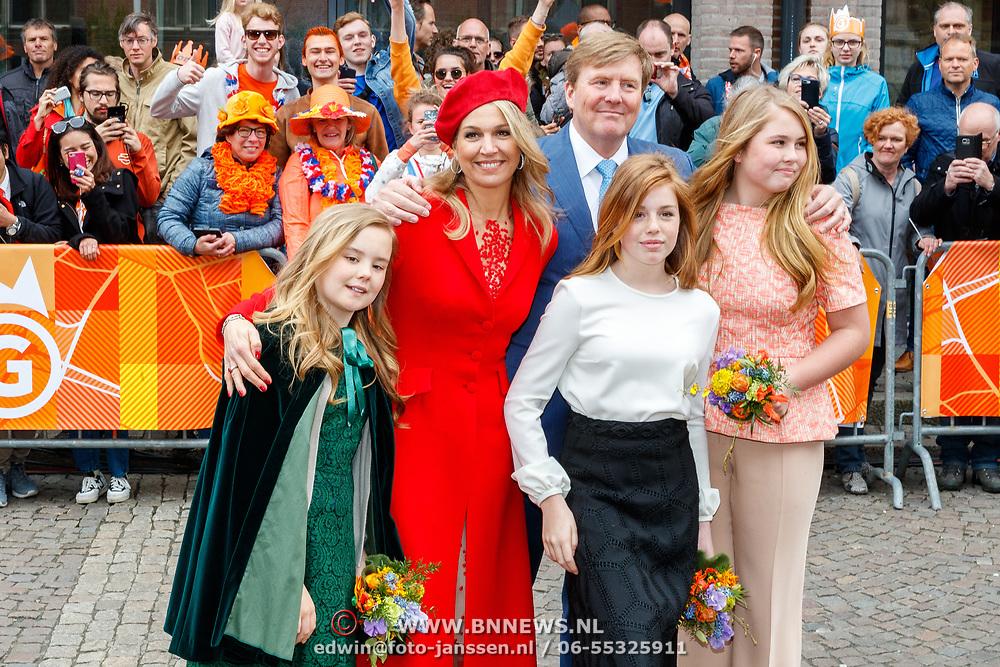 NLD/Groningen/20180427 - Koningsdag Groningen 2018, Willem-Alexander, partner Maxima met dochter Amalia, Ariane en Alexia