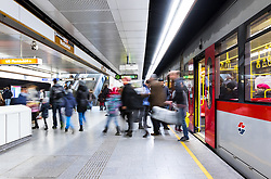 THEMENBILD - Die Wiener Linien sind der städtische Verkehrsbetrieb der österreichischen Bundeshauptstadt Wien. Die U-Bahn-Linie U6 gehört dabei zum Netz der Wiener U-Bahn und verbindet den Bezirkteil Siebenhirten mit Bezirk Floridsdorf, im Bild Fahrgäste beim Ein- und Aussteigen. Aufgenommen am 19. Februar 2017 // The Wiener Linien are the city traffic enterprise of the federal capital of Austria Vienna. The metro line U6 is part of the metro network of Vienna and connects Siebenhirten with Floridsdorf, This picture shows passengers entering and getting off a U6 train, Vienna, Austria on 2017/02/19. EXPA Pictures © 2017, PhotoCredit: EXPA/ Sebastian Pucher