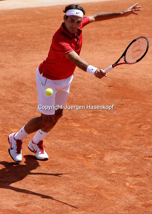 French Open 2011, Roland Garros,Paris,ITF Grand Slam Tennis Tournament, Roger Federer (SUI), Einzelbild, Aktion