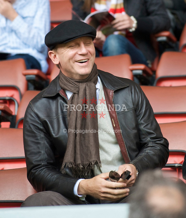 LIVERPOOL, ENGLAND - Sunday, May 3, 2009: Liverpool supporter and James Bond actor, Daniel Craig in the Director's Box at Anfield before the Premiership match between Liverpool and Newcastle United. (Photo by David Rawcliffe/Propaganda)