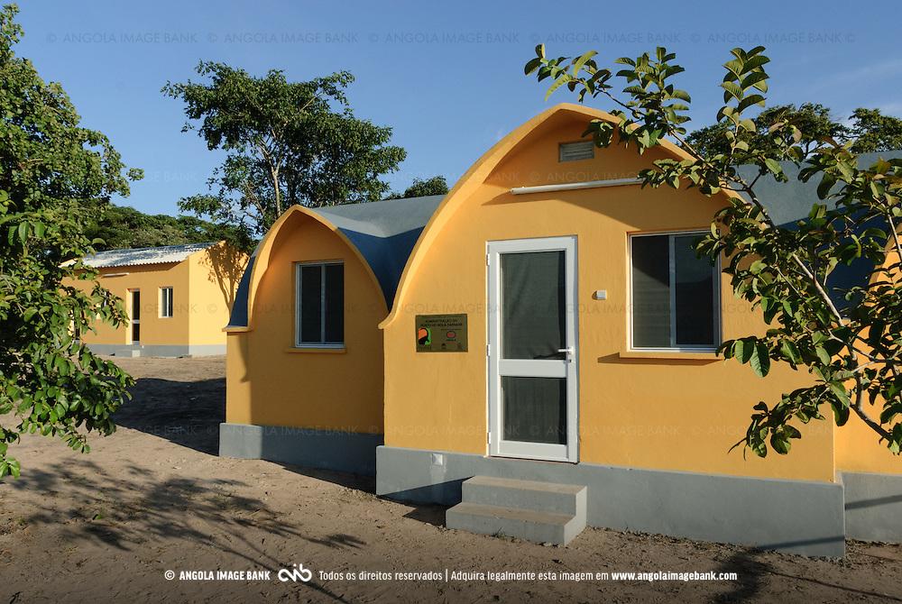 Administração do posto do Bola Cassixe no Parque Nacional da Cangandala na província de Malange. Projecto de preservação da Palanca Negra Gigante (Hippotragus niger variani) iniciado e mantido pelo Dr. Pedro Vaz Pinto. Angola