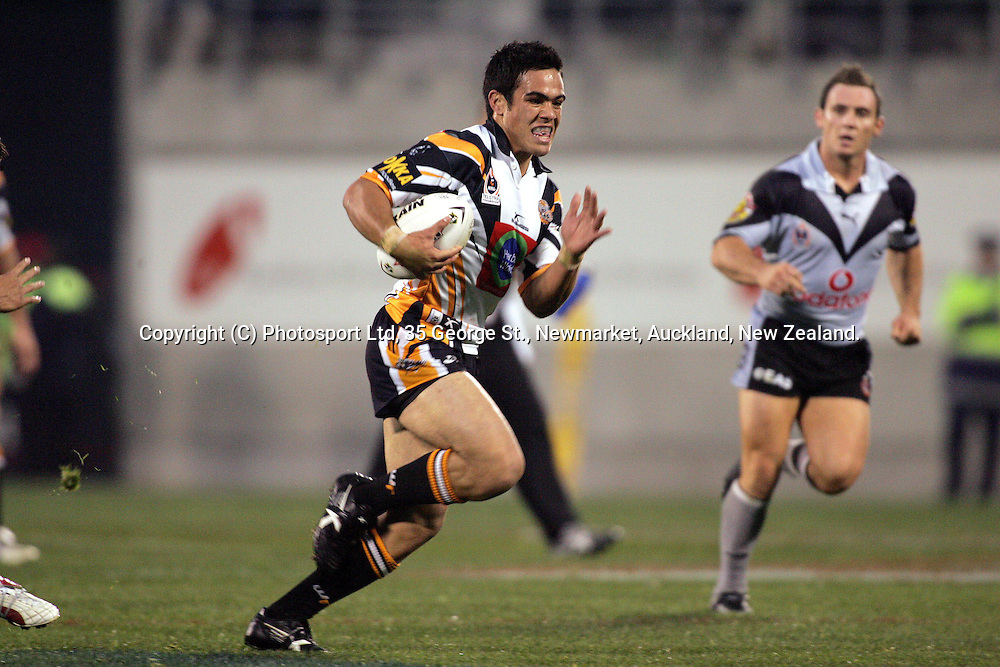 Dene Halatau during the NRL match against the West Tigers at Jade Stadium, Christchurch, New Zealand, on Sunday 13 June, 2004. The West TIgers defeated the Warriors, 50 - 4.<br />Hannah Johnston/PHOTOSPORT