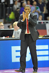 25.02.2014, Audi Dome, Muenchen, GER, Beko Basketball BL, FC Bayern Muenchen Basketball vs Artland Dragons, 22. Runde, im Bild Tyron McCoy, Head Coach (Artland Dragons), Einzelbild, klatscht Beifall // during the Beko Basketball Bundes league 22. round match between FC Bayern Munich Basketball and Artland Dragons at the Audi Dome in Muenchen, Germany on 2014/02/25. EXPA Pictures © 2014, PhotoCredit: EXPA/ Eibner-Pressefoto/ Buthmann<br /> <br /> *****ATTENTION - OUT of GER*****