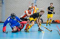 ROTTERDAM -  Tobias Vink met rechts Noud Schoenaker (Den Bosch)  heren Den Bosch-HIC,   ,hoofdklasse competitie  zaalhockey.   COPYRIGHT  KOEN SUYK