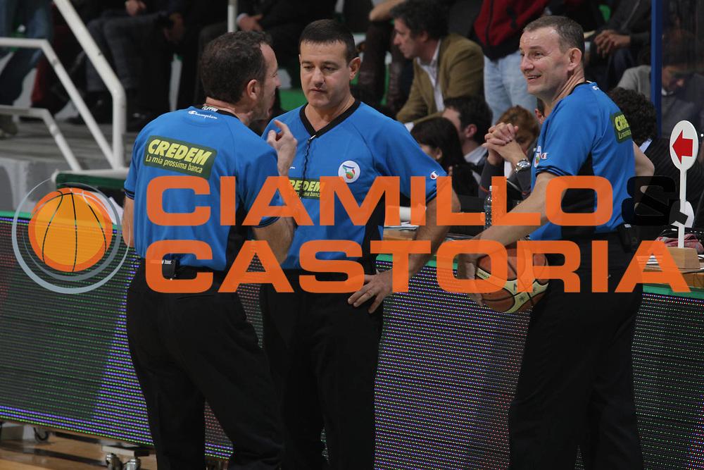 DESCRIZIONE : Siena Lega A 2009-10 Montepaschi Siena Lottomatica Virtus Roma<br /> GIOCATORE : Arbitro Arbitri<br /> SQUADRA : Lottomatica Virtus Roma<br /> EVENTO : Campionato Lega A 2009-2010<br /> GARA : Montepaschi Siena Lottomatica Virtus Roma<br /> DATA : 22/11/2009<br /> CATEGORIA : Arbitro Arbitri<br /> SPORT : Pallacanestro<br /> AUTORE : Agenzia Ciamillo-Castoria/G.Ciamillo<br /> Galleria : Lega Basket A 2009-2010<br /> Fotonotizia : Siena Campionato Italiano Lega A 2009-2010 Montepaschi Siena Lottomatica Virtus Roma<br /> Predefinita :