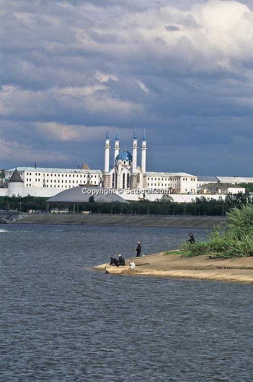 Kazan. The big mosque destroyed By Ivan and rebuild with the help of Saoudi Arabia  Kazan  Russia     /// kazan. La grande mosquée  dans la forteresse (Kremlin) , détruite par Ivan le terrible, et reconstruite avec des capitaux saoudiens.  Kazan  Urss   ///     L0007070  /  R20203  /  P108007