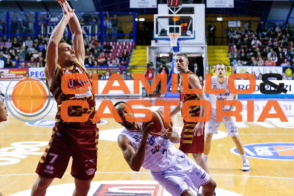 DESCRIZIONE : Venezia Lega A 2015-16 Umana Reyer Venezia - Enel Brindisi<br /> GIOCATORE : Alexander Harris<br /> CATEGORIA : Tiro<br /> SQUADRA : Umana Reyer Venezia - Enel Brindisi<br /> EVENTO : Campionato Lega A 2015-2016<br /> GARA : Umana Reyer Venezia - Enel Brindisi<br /> DATA : 28/02/2016<br /> SPORT : Pallacanestro <br /> AUTORE : Agenzia Ciamillo-Castoria/G. Contessa<br /> Galleria : Lega Basket A 2015-2016 <br /> Fotonotizia : Venezia Lega A 2015-16 Umana Reyer Venezia - Enel Brindisi