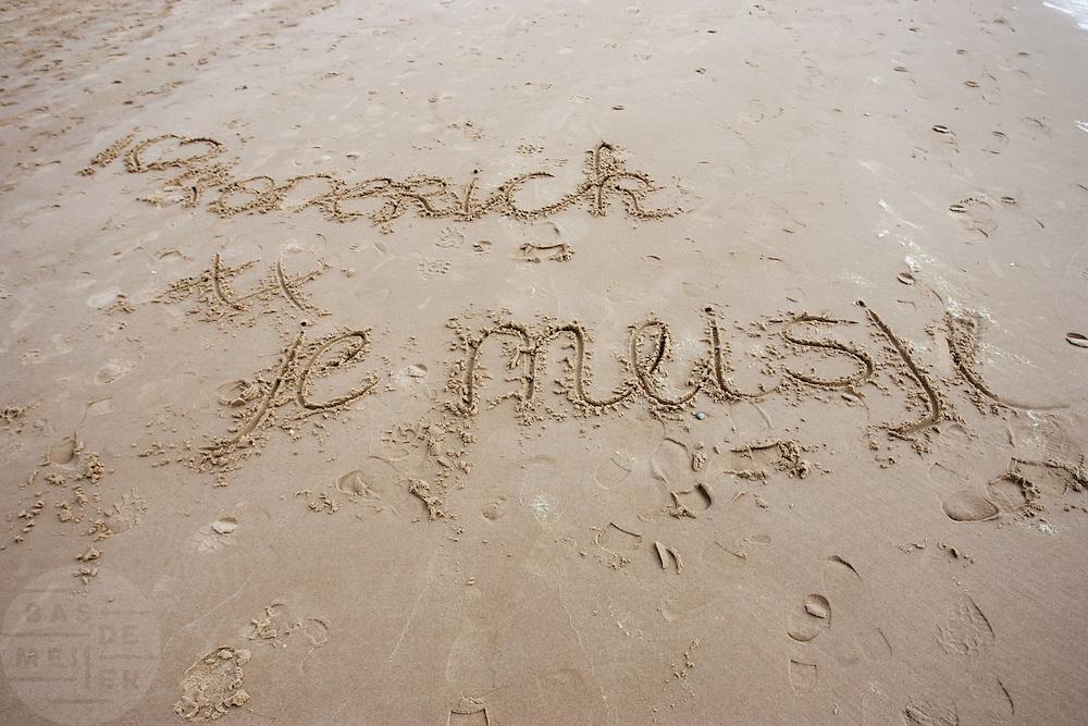 Liefdesboodschap op het strand bij  Bergen aan Zee