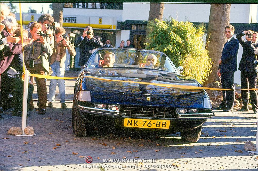 NLD/Hilversum/19891116 - Prins Bernhard opent nieuwe pand van ferarri dealer Kroymans in Hilversum,