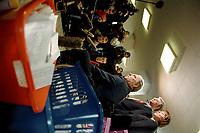 """05.02.1999, Deutschland/Bonn:<br /> Wolfgang Schäuble, CDU Bundesvorsitzender, Roland Koch, CDU Spitzenkandidat im Landtagswahlkampf Hessen, und Angela Merkel, CDU Generalsekretärin; Schäuble beantwortet Fragen der Presse, nachdem Koch 478152 gesammelte Unterschriften zur Aktion """"Nein zur regelmäßigen doppelten Staatsbürgerschaft"""" übergeben hat, Konrad-Adenauer-Haus, Bonn<br /> IMAGE: 19990205-04/01-32<br />  <br /> KEYWORDS: Wolfgang Schaeuble"""