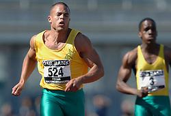 08-07-2006 ATLETIEK: NK BAAN: AMSTERDAM <br /> Het beste sprintgeweld kwam van Caimin Douglas die een grote fanclub mee had genomen. Hij won in 10,44. <br /> ©2006-WWW.FOTOHOOGENDOORN.NL