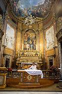 Roma 6 Luglio 2013<br /> ILa chiesa di Santa Maria Maddalena , nel rione Colonna. Rappresenta uno dei pochi e dei più begli esempi dell'arte rococò in Roma. E' la sede centrale dell'ordine dei Camilliani. Il sagrestano prepara l'altare<br /> Rome July 6, 2013<br /> The Santa Maria Maddalena is a Roman Catholic church