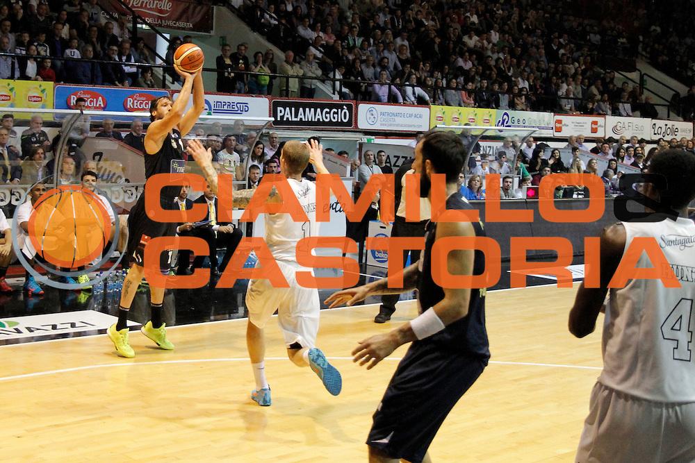 DESCRIZIONE : Caserta Lega A 2015-16 Pasta Reggia Caserta Manital Torino<br /> GIOCATORE : Guido Rosselli<br /> CATEGORIA :  tiro tre punti<br /> SQUADRA : Manital Torino<br /> EVENTO : Campionato Lega A 2015-2016 <br /> GARA : Pasta Reggia Caserta Manital Torino<br /> DATA : 11/10/2015<br /> SPORT : Pallacanestro <br /> AUTORE : Agenzia Ciamillo-Castoria/A. De Lise <br /> Galleria : Lega Basket A 2015-2016 <br /> Fotonotizia : Caserta Lega A 2015-16 Pasta Reggia Caserta Manital Torino