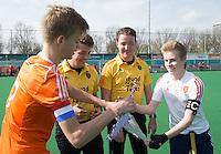 ROTTERDAM -   Toss, shake hands Justin Blok (l) and Daniel West (r)  Practice Match  Hockey : Netherlands Boys U16  v England U16 . COPYRIGHT KOEN SUYK