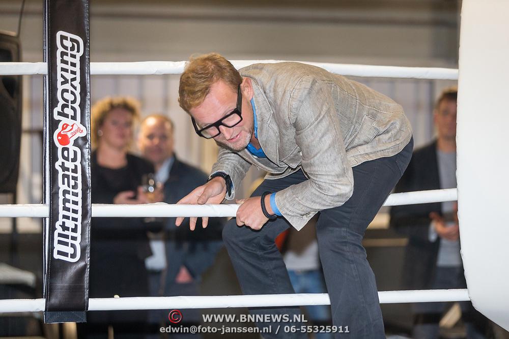 NLD/Rotterdam/20171117 - Opening TYR Boxing, Bernhard van Oranje Jr. betreedt de boksring