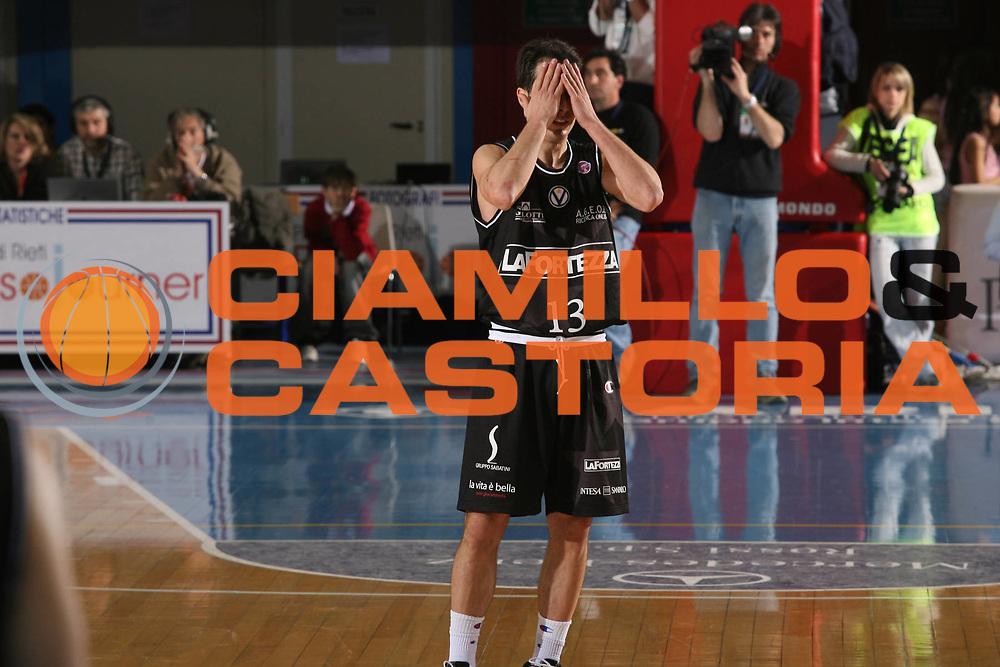 DESCRIZIONE : Rieti Lega A1 2007-08 Solsonica Rieti VidiVici Virtus Bologna <br /> GIOCATORE : Massimo Bulleri <br /> SQUADRA : VidiVici Virtus Bologna <br /> EVENTO : Campionato Lega A1 2007-2008 <br /> GARA : Solsonica Rieti VidiVici Virtus Bologna <br /> DATA : 29/03/2008 <br /> CATEGORIA : Delusione <br /> SPORT : Pallacanestro <br /> AUTORE : Agenzia Ciamillo-Castoria/G.Ciamillo