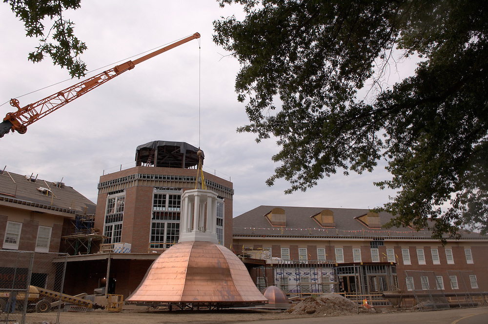 17068New Student Center Construction : Putting Copula on the top
