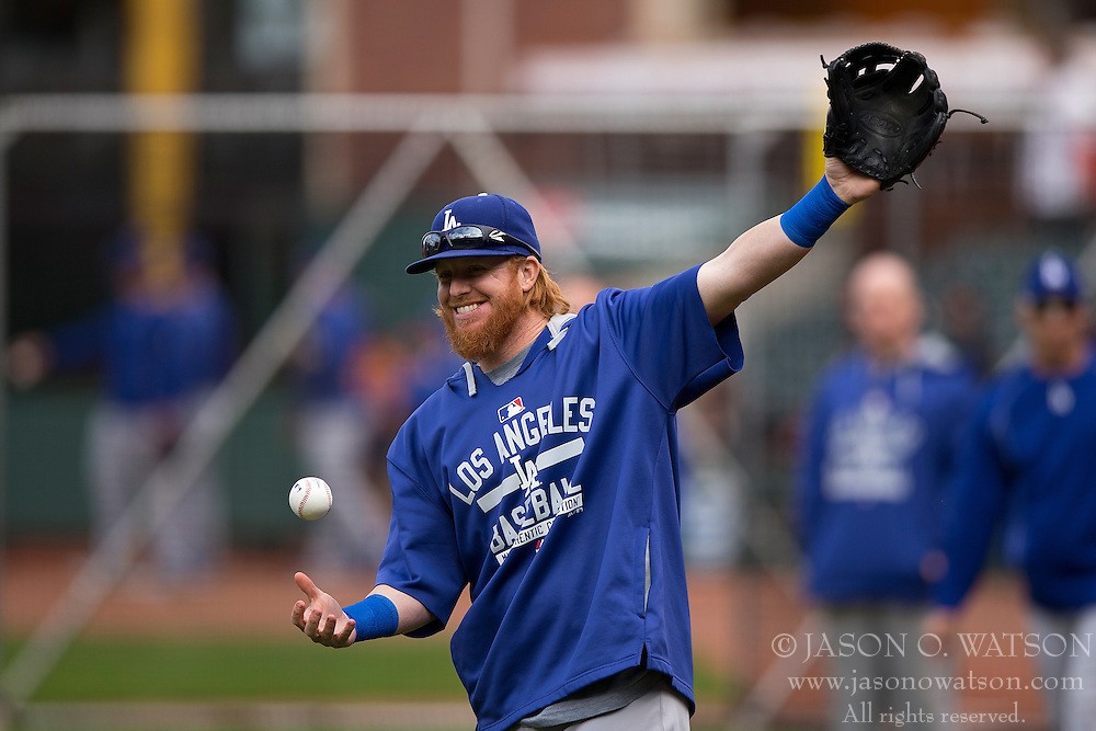 SAN FRANCISCO, CA - MAY 20:  Justin Turner #10 of the Los Angeles Dodgers warms up during batting practice before the game against the San Francisco Giants at AT&T Park on May 20, 2015 in San Francisco, California.  The San Francisco Giants defeated the Los Angeles Dodgers 4-0. (Photo by Jason O. Watson/Getty Images) *** Local Caption *** Justin Turner