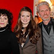 NLD/Hoofddorp/20120206 - Premiere Eten met Vrienden, Henriette Tol met partner Rob Snoek en dochter Louise