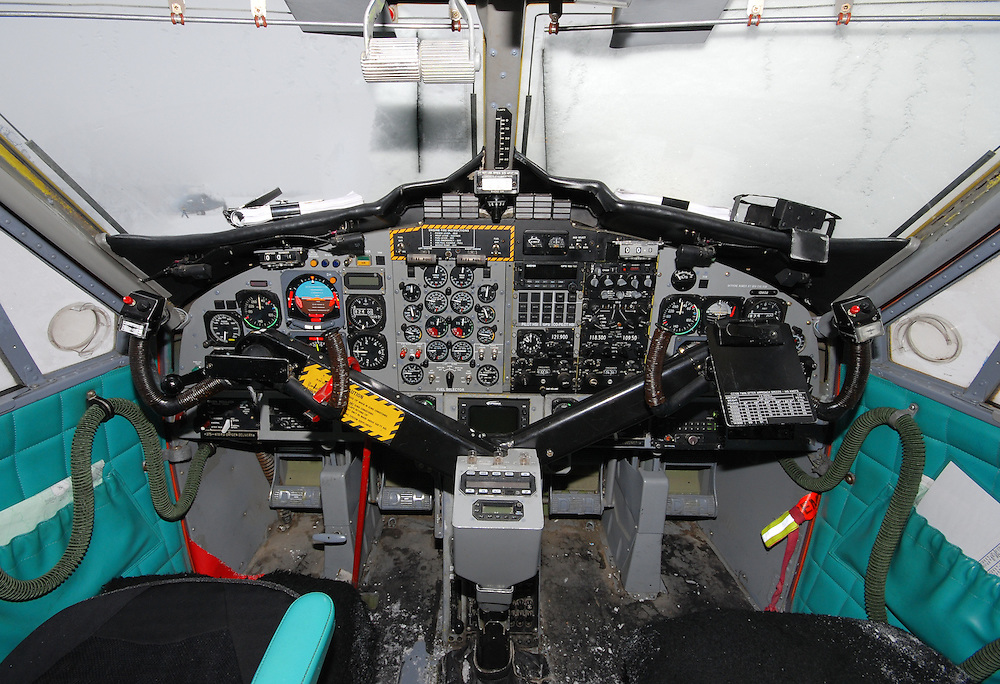 CC-138 Twin Otter cockpit