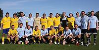 FODBOLD: De hold før opvisningskampen mellem Elite 3000 Helsingør og Brøndby IF den 16. juni 2010 på Helsingør Stadion. Foto: Claus Birch