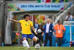 Marcelo chuta bola na partida entre Brasil x México, válida pela segunda rodada do grupo A da Copa do Mundo 2014, no estádio Castelão em Fortaleza, Ceará. FOTO: Jefferson Bernardes/ Agência Preview