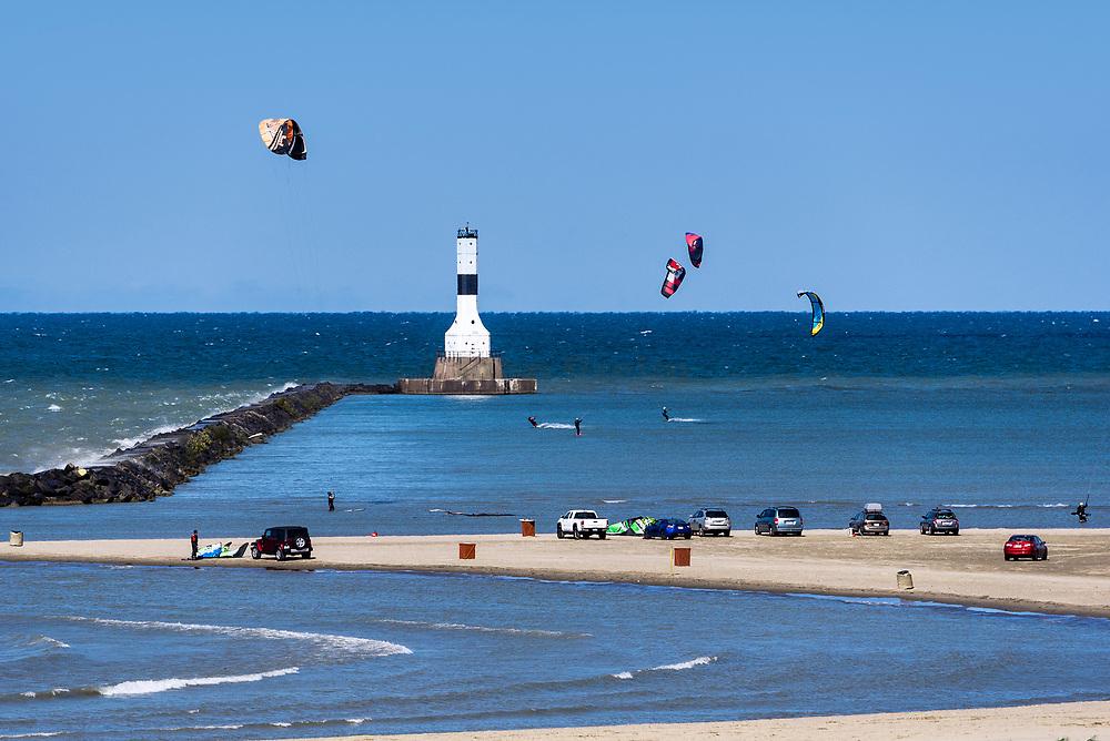 Kitesurfing, Conneaut West Breakwater Lighthouse, Lake Erie, Conneaut, Ohio, USA.