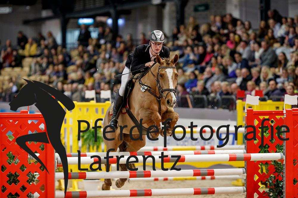 BREMER Jannik (GER), Sushi<br /> Neumünster - VR Classics 2018<br /> Mannschaftsspringen Holsteiner Masters Jugend Team Cup<br /> © www.sportfotos-lafrentz.de/Stefan Lafrentz