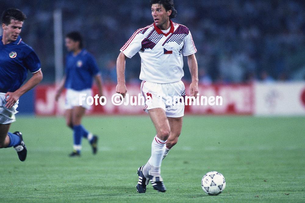 FIFA World Cup - Italia 1990<br /> 19.6.1990, Stadio Olimpico, Rome, Italy.<br /> Group A: Italy v Czechoslovakia.