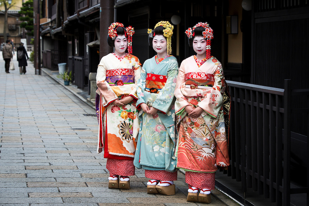 KYOTO , JAPAN - JANUARY 11 :  Traditional Japanese dancers Maiko and Geiko pose for photo in the streets of Gion on Monday, January 11, 2016 in Kyoto prefecture, Japan. <br /> <br /> Photo: Richard Atrero de Guzman