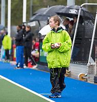 ZEIST - Ballenjongen met groot jack en broek in de regen   tijdens de promotieklasse wedstrijd Schaerweijde-Laren (2-2). COPYRIGHT KOEN SUYK